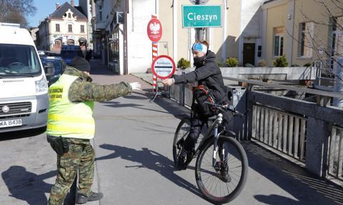 Nowe obostrzenia dla osób podróżujących z Czech i Słowacji
