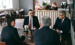 Premier złamał obostrzenia w restauracji?