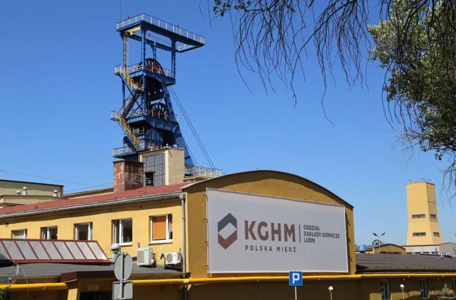 KGHM miał 2,79 mld zł jednostkowej i 5,01 mld zł skonsolidowanej straty netto w '15