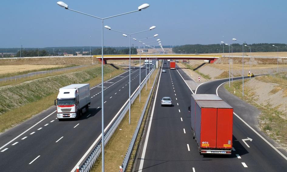 Adamczyk: nowy system poboru opłat dla ciężarówek ma być gotowy w 2021 r.