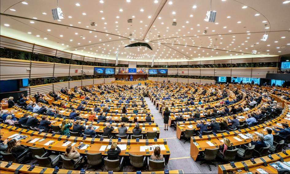 PE przyspiesza procedurę przyjęcia tzw. paszportów szczepionkowych