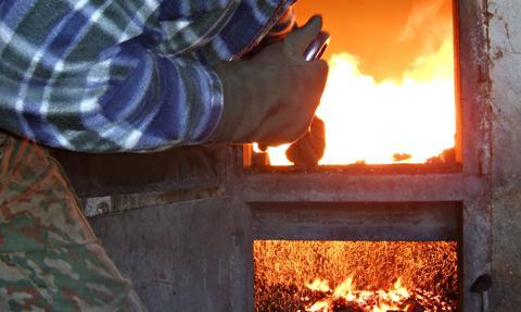 Ekspert: Polska numerem 1 w UE w spalaniu węgla w piecach domowych