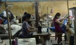 Praca za miskę ryżu, czyli gdzie i za ile szyją nasze T-shirty
