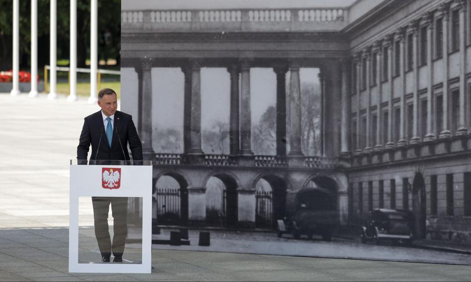 Odbudowa Pałacu Saskiego. Prezydent przekazał marszałek Elżbiecie Witek projekt ustawy