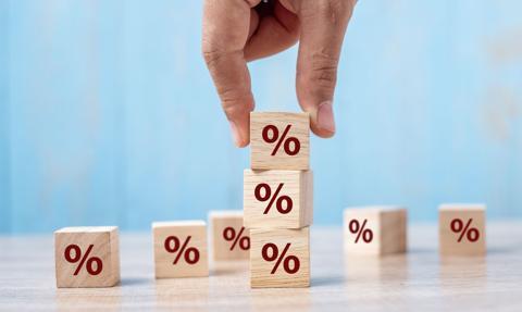 Oprocentowanie spada, wpłaty rosną – marzec na lokatach