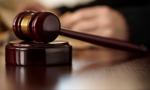 Mundurowi zbiorowo maszerują do sądu