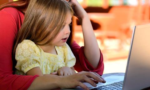 Nauka online podzieliła naród